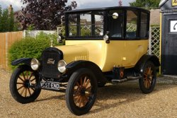 Ford Model T  2 Centre Door Sedan 1922 With  20 Prize TROPHIES
