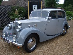 TRIUMPH RENOWN 2 LITRE WITH DIVISION 1952